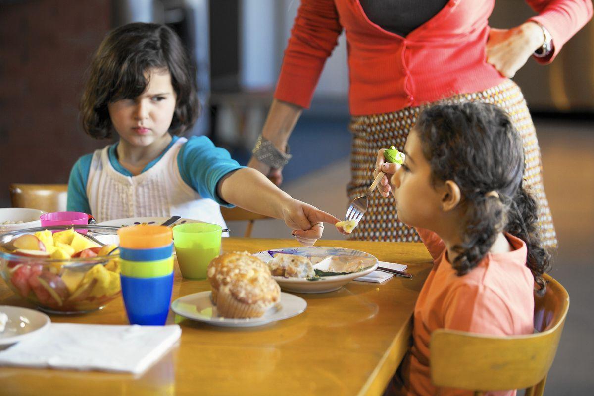 Καλοί τρόποι στο τραπέζι και μικρά παιδιά